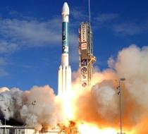Start rakiety Delta II z satelitą bloku IIR (M) w grudniu 2007